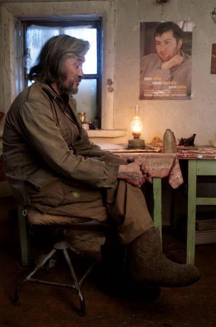 Портрет Романа Абрамовича в хижине отшельника на Чукотке. Фото Витека Красовского, 2000г.