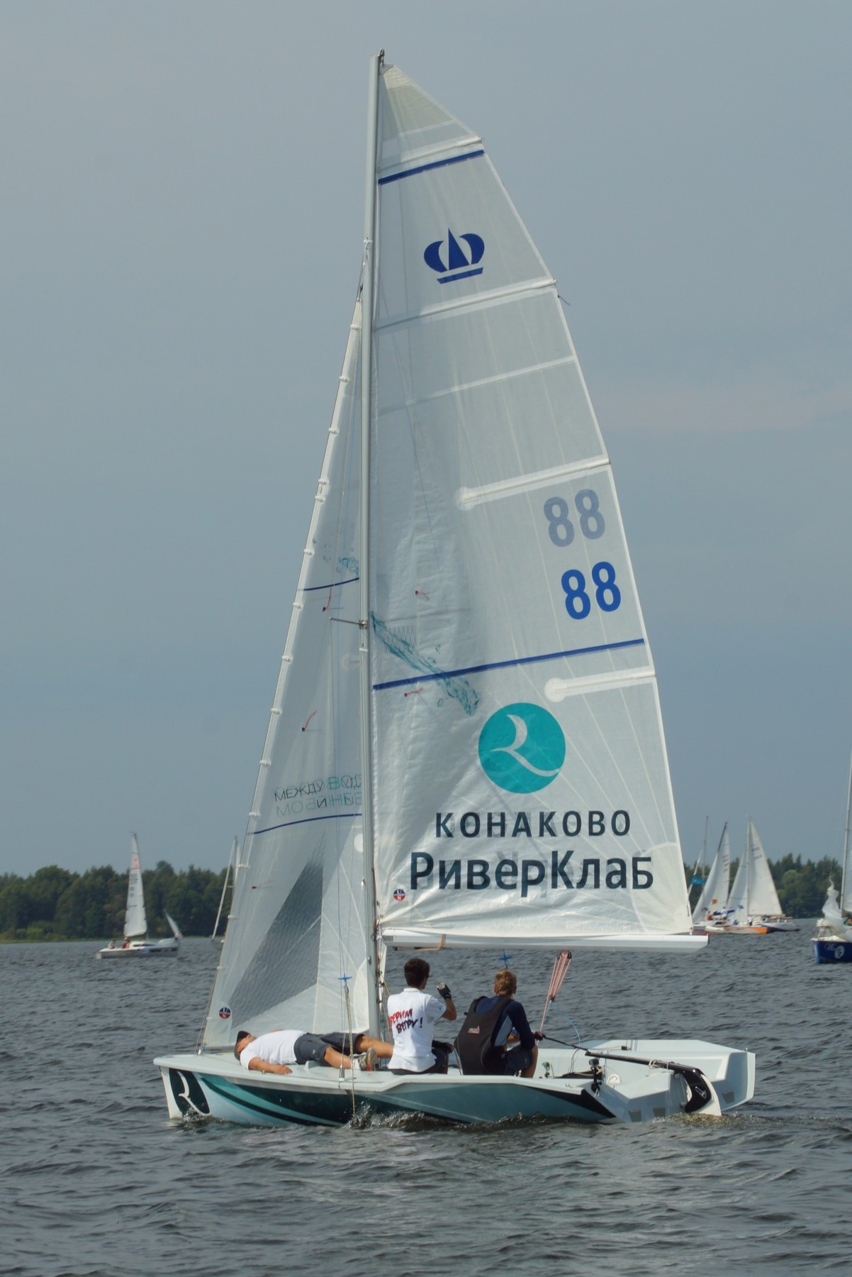 Яхта Конаково - в полный парус