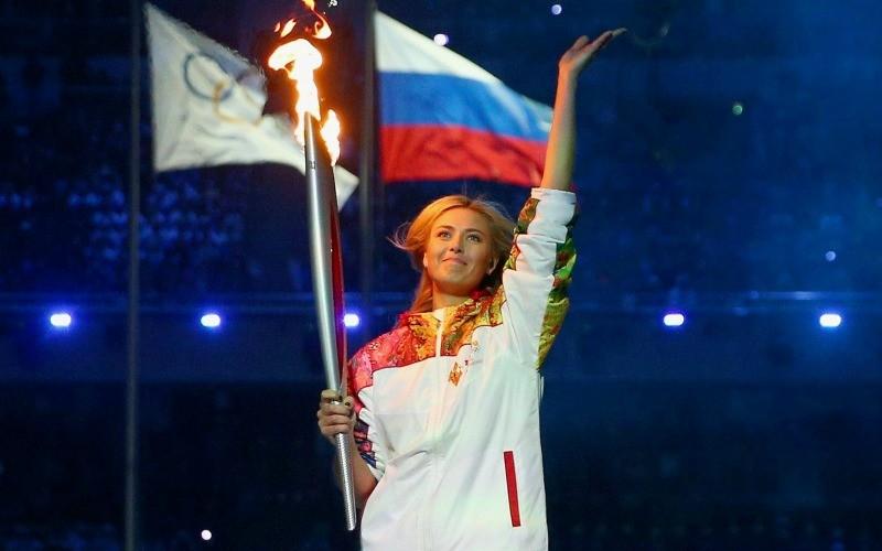 мария шарапова с факелом