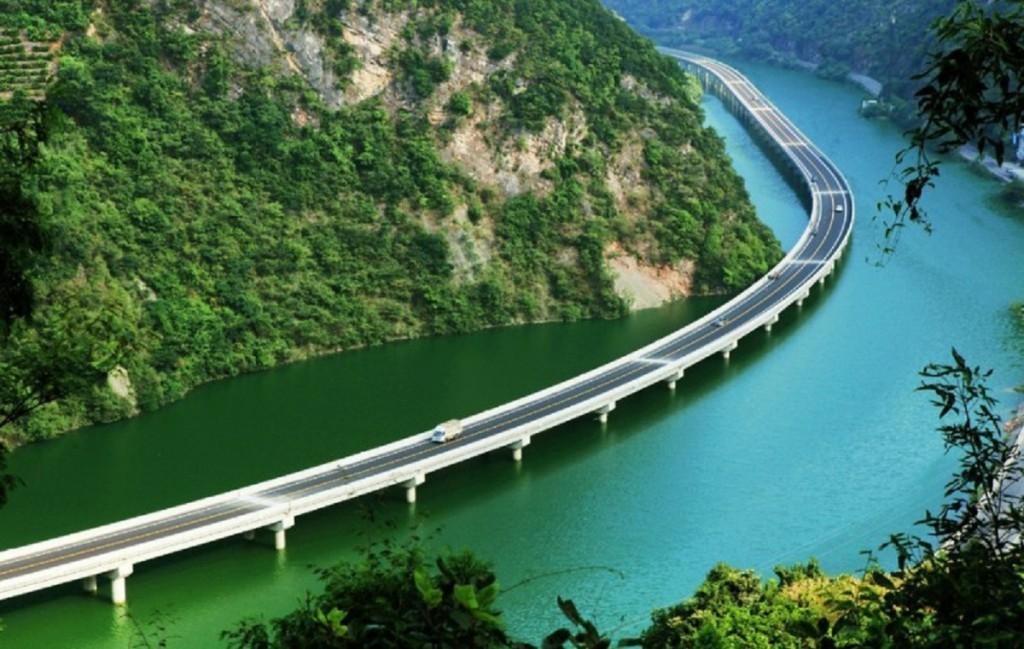 мост по реке в китае