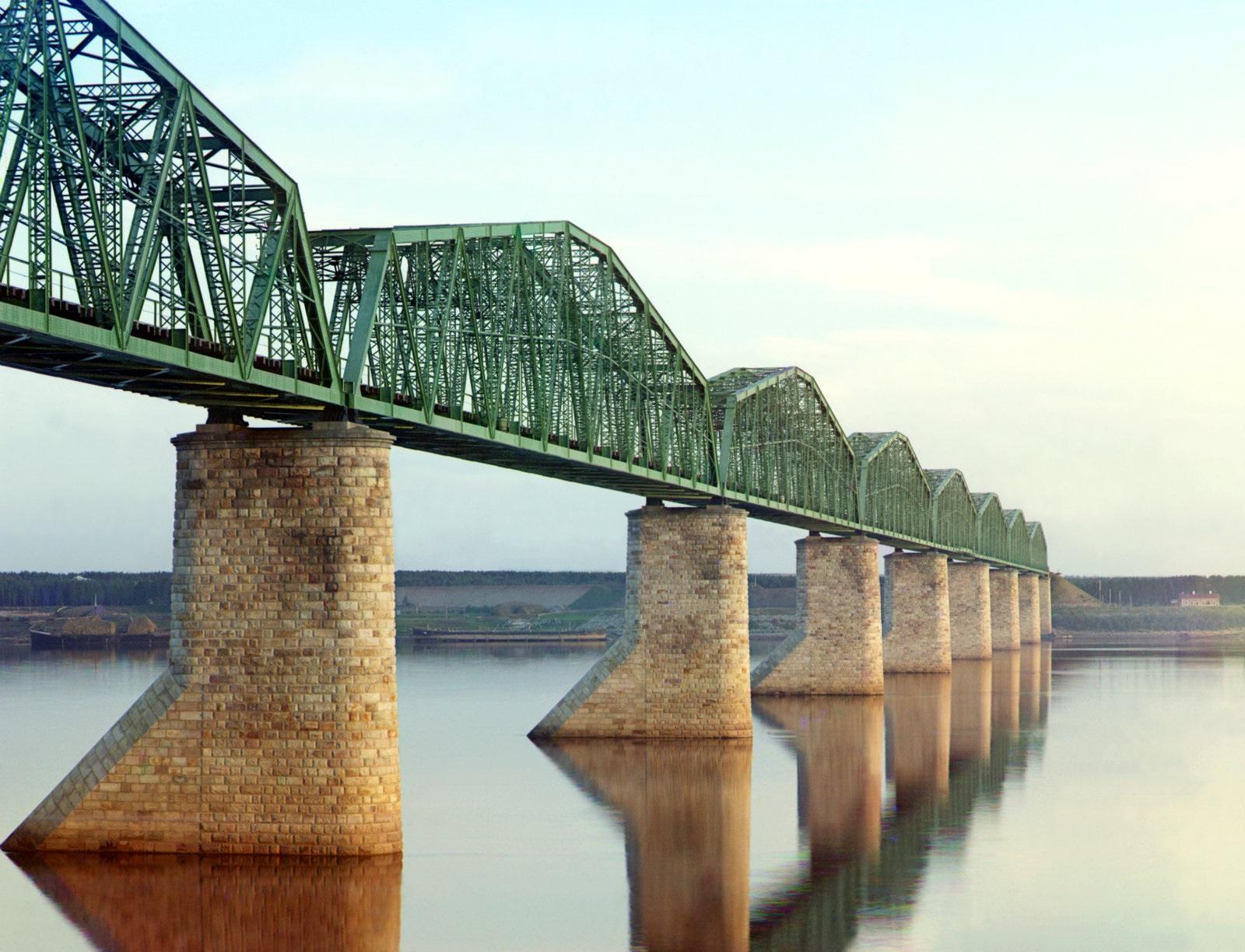 Железнодорожный мост через реку Кама в Перми