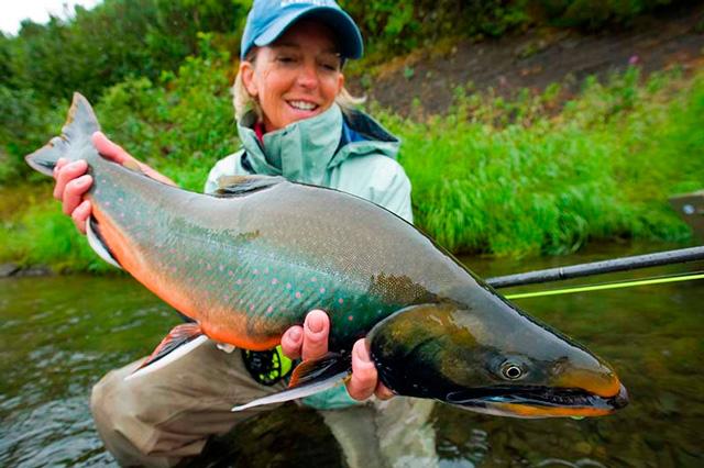 рыбалка - тетя с зееной рыбиной