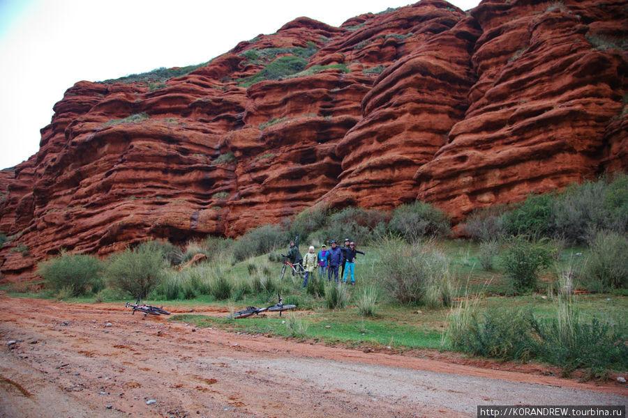 иссык - куль - красные скалы