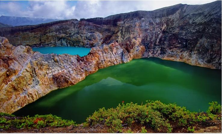 3-Цветные озера вулкана Келимуту