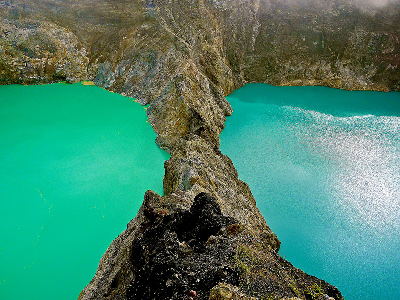 8-Цветные озера вулкана Келимуту