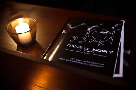 в темноте в париже