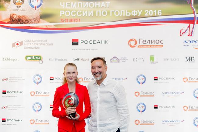 Заместитель председателя правления Росбанка Улан Илишкин и Наталья Гусева. Фото: Валерий Воробьев