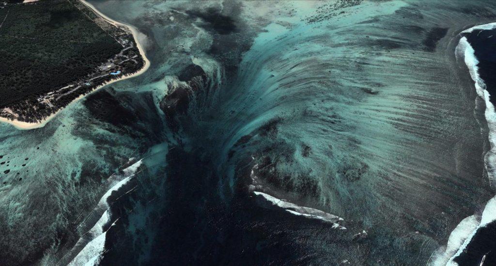 podvodnyj-vodopad-na-mavrikii