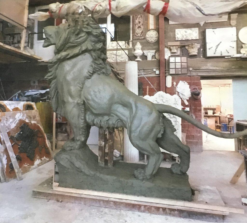 Скульптуры своими руками лев